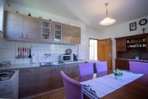 Kuchyň nebo kuchyňský kout v ubytování Holiday Home Marijana