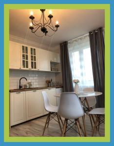 A kitchen or kitchenette at Apartamenty Zdrojowe