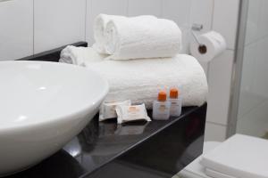 A bathroom at Santorini Hotel