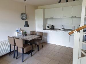 Een keuken of kitchenette bij De Groede
