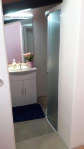 A bathroom at Lavanda