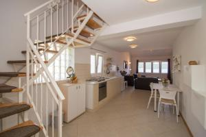 A kitchen or kitchenette at Oasis Blue