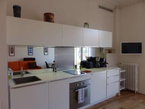 A kitchen or kitchenette at Coquet appartement centre-ville - Carré d'or