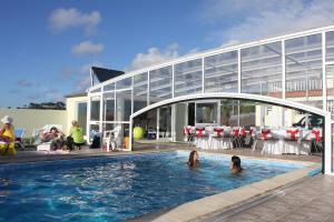 A piscina em ou perto de AL-NovaVista