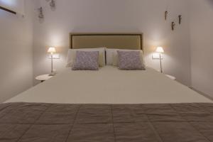Cama o camas de una habitación en TRIA NOMINA Apartamentos Turísticos