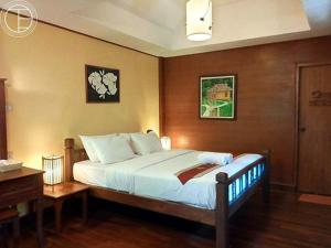 A bed or beds in a room at Fern Resort Mae Hong Son