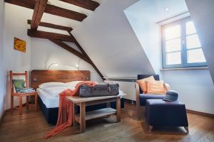 Ein Bett oder Betten in einem Zimmer der Unterkunft Breuer's Rüdesheimer Schloss
