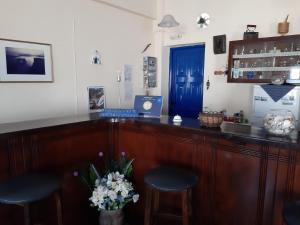 The lounge or bar area at Villa Firostefani