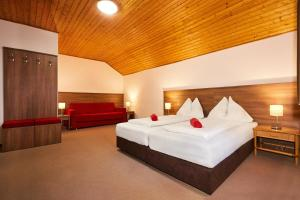 Postel nebo postele na pokoji v ubytování ATC Železná Ruda