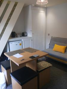 A kitchen or kitchenette at Gillygate Guest House