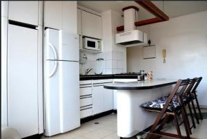 A kitchen or kitchenette at Confortable apto tipo Suite/ Turismo Relax