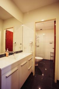 A bathroom at YTI Garden Hotel