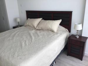 A bed or beds in a room at Moderno y funcional departamento Miraflorino