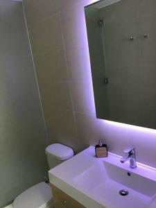A bathroom at Moderno y funcional departamento Miraflorino
