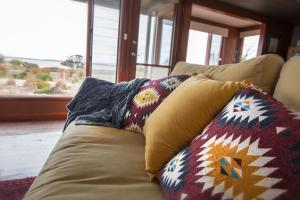 A bed or beds in a room at Coorong Aurora - breathtaking waterfront escape