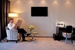 A television and/or entertainment center at Hotel Favor