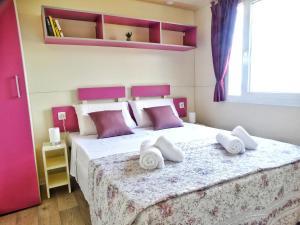 Postelja oz. postelje v sobi nastanitve Mobile Home Amor