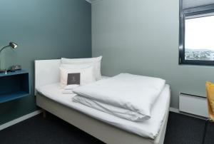 A bed or beds in a room at Smarthotel Forus