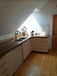 Kuchyňa alebo kuchynka v ubytovaní Apartmán Návrat