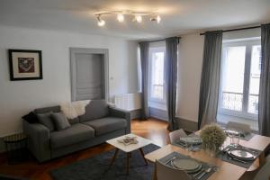 A seating area at Appartements Porte Neuve