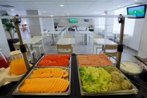 A restaurant or other place to eat at City Express Tijuana Insurgentes