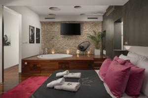 A television and/or entertainment centre at Boutique Hotel Chevalier - Adults Only