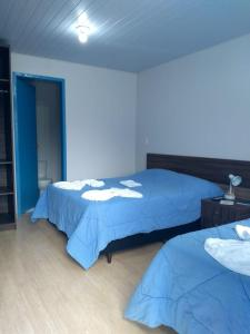A bed or beds in a room at Pousada Recanto Alpino