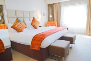 A bed or beds in a room at Five Lakes Resort