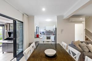 A kitchen or kitchenette at Lotus Retreat - Maroochydore