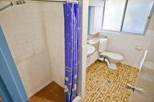 A bathroom at Sassafras - Unit 11 - Coffs Harbour