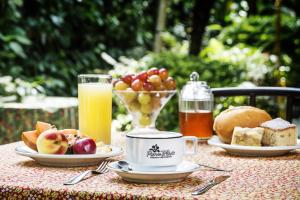 Breakfast options available to guests at Pousada e Restaurante Fim da Trilha