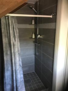 Ett badrum på Ameriden Bed and Breakfast