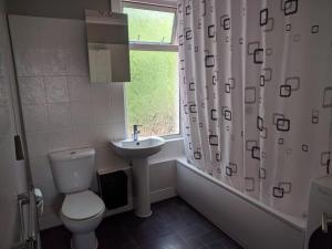 A bathroom at Chatham hill Apartment