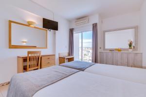 Uma cama ou camas num quarto em Vila Recife Hotel