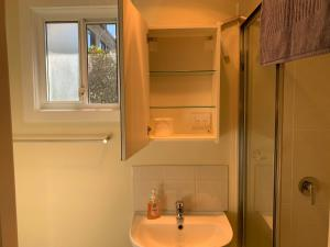 A bathroom at Thornleigh garden view, comfortable & tranquil