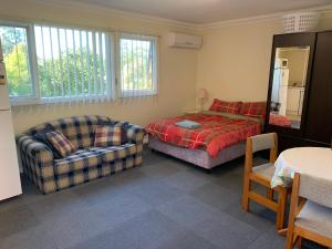 A bed or beds in a room at Thornleigh garden view, comfortable & tranquil