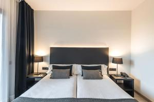 A bed or beds in a room at Hotel Paseo de Gracia