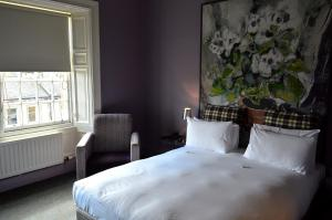A bed or beds in a room at B+B Edinburgh