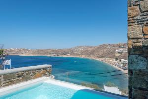 בריכת השחייה שנמצאת ב-Greco Philia Hotel Boutique Mykonos או באזור