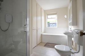Ванная комната в Cottage 170 - Roundstone