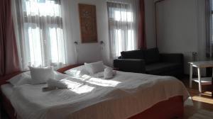A bed or beds in a room at Zempléni Pitvaros Pihenő