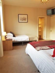 A bed or beds in a room at The Rising Sun Inn