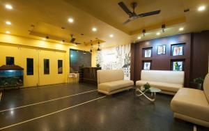 The lobby or reception area at The Oakland Plaza,Couple friendly Budget hotel