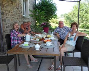 A family staying at Aux 3 sapins