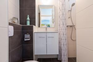 Een badkamer bij Duinstraatje 1