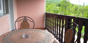 Balkón nebo terasa v ubytování Apartman & Sobe Orhideja