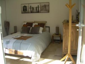 A bed or beds in a room at L'Annexe