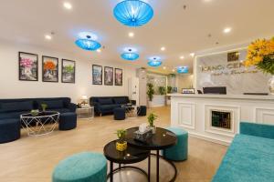 Lobbyen eller receptionen på Hanoi Central Hotel & Residences