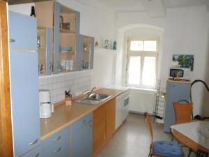 A kitchen or kitchenette at Altstadthaus