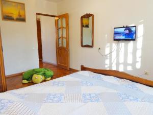 Кровать или кровати в номере Apartment on Vorovskogo 19